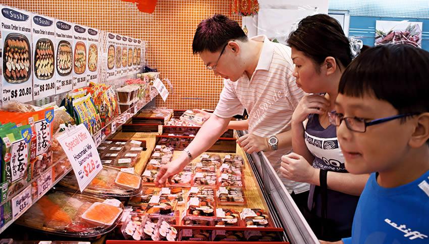 asian family shopping