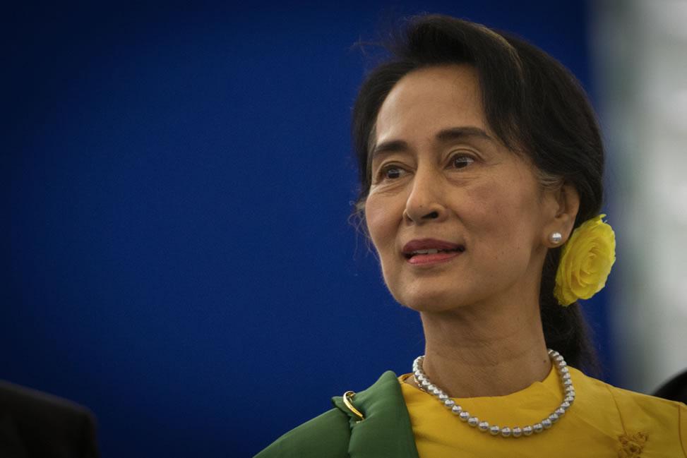 Aung San Suu Kyi Sharply Criticizes Myanmar Industry Regulations