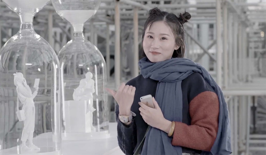 Tencent Video Campaign Preserves Expressions of Viewers in Hourglass Display
