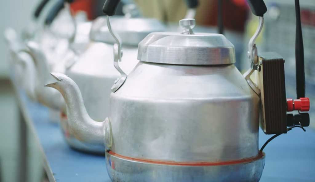 'Chai-Fi' – Free Wi-Fi For Indian Laborers Created from a Tea Kettle Heated on the Stove