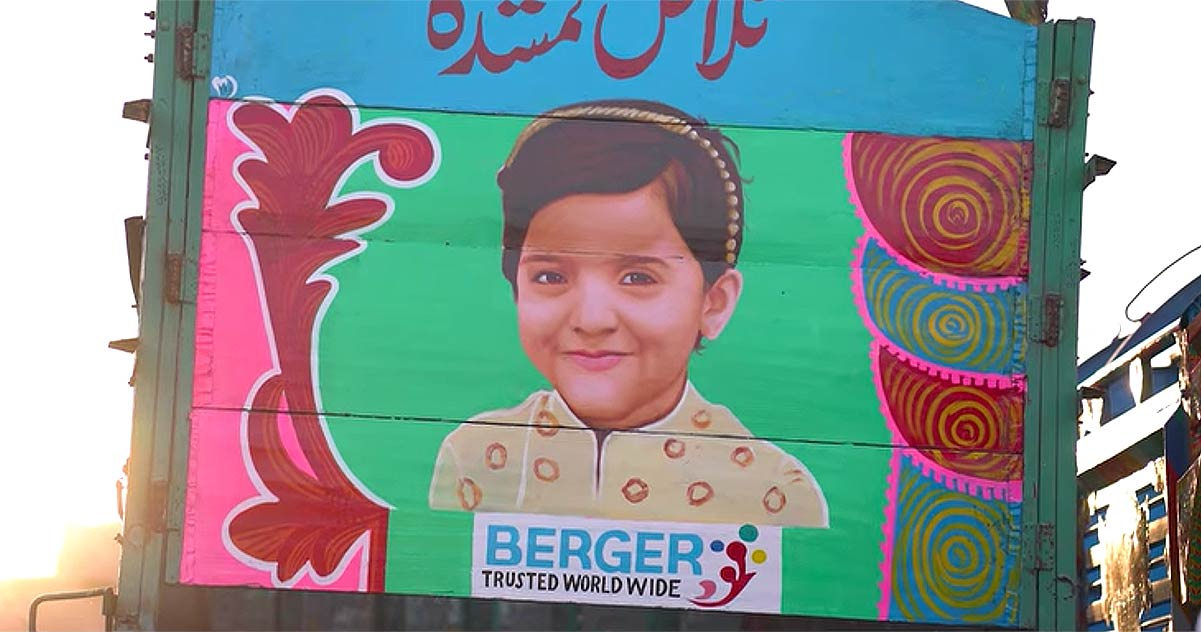 Campaign Uses 'Truck Art'  to Find Missing Children in Pakistan