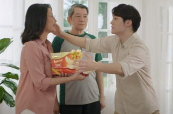 Suntory Campaign in Thailand Uses Funny Romantic Slow Motion Scene Between Mother and Son
