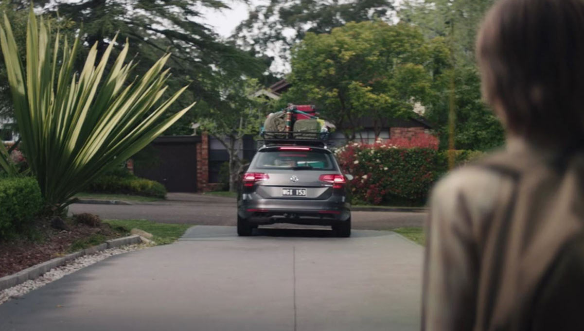 Easyflowers Saves the Day in Funny New Campaign