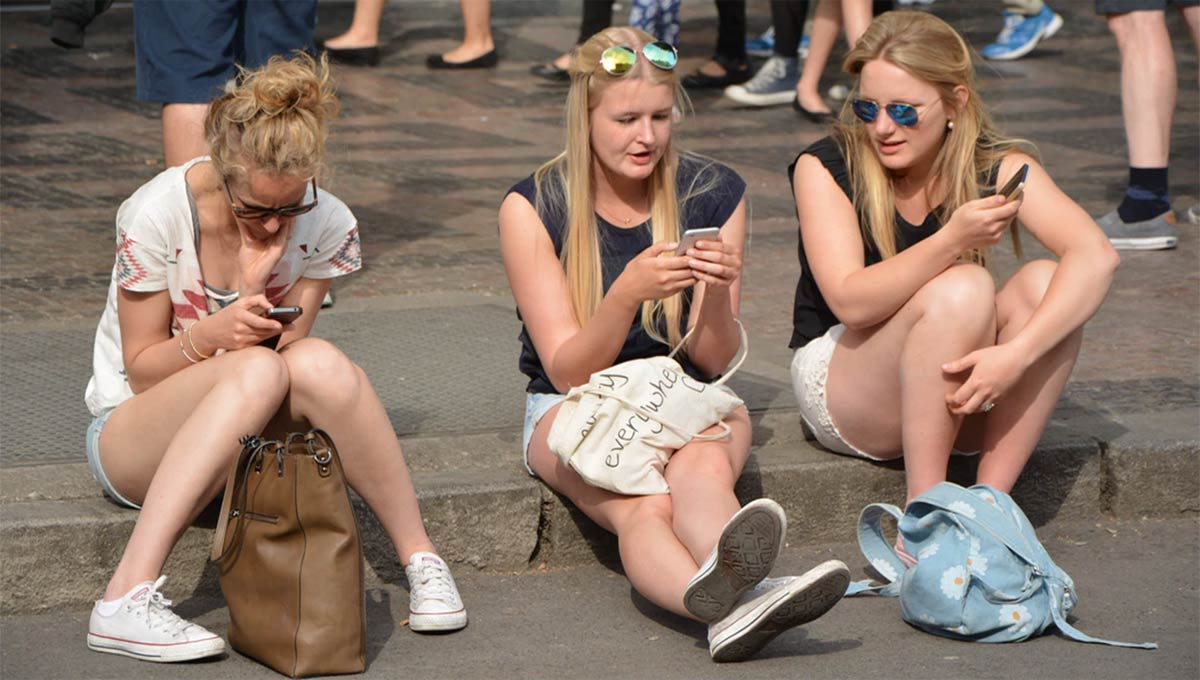 Gen Z in Australia Flock to Internet Commerce Sites During Pandemic